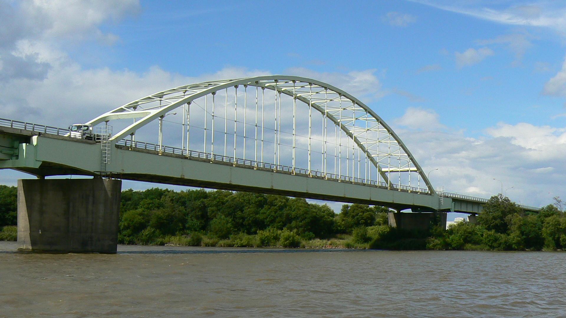 国道275号線に掛かる橋