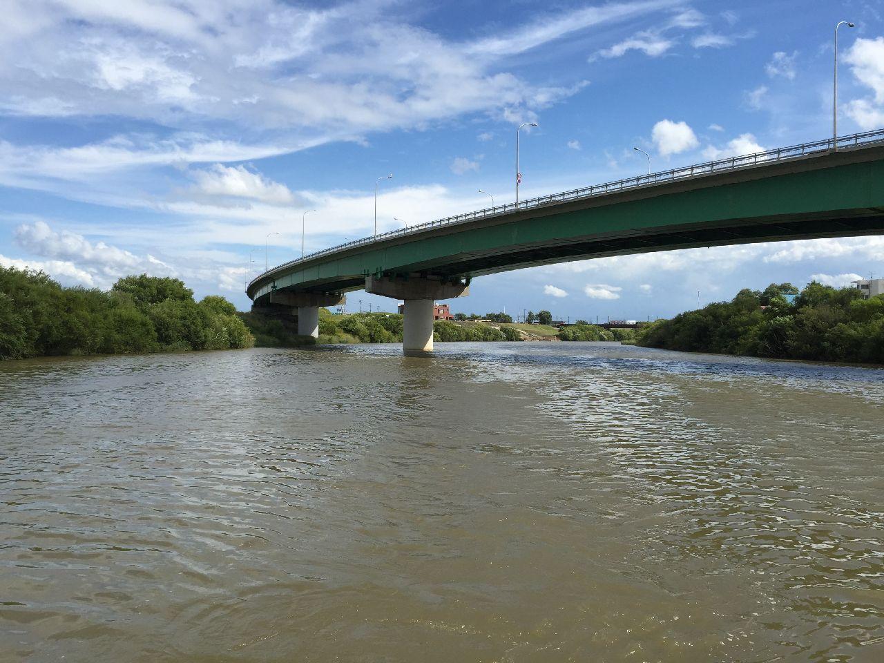 国道12号線に掛かる橋