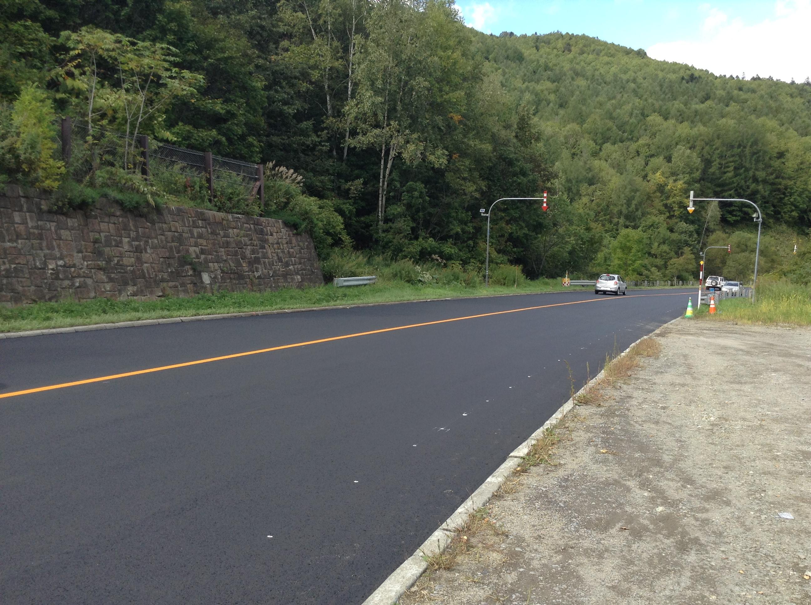 真新しい舗装道路